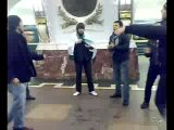 Г.Санкт-Петербург 23-Февраля 2010 танцует на лезгинку в метро Красавчики (лезгинка от души)